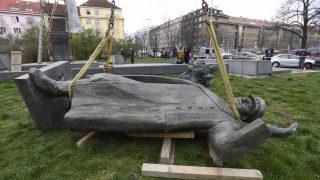Ivan Stěpanovič Koněv, maršál, socha, pomník, odstranění, Praha—Prague 6 starts removal of Ivan Konev memorial